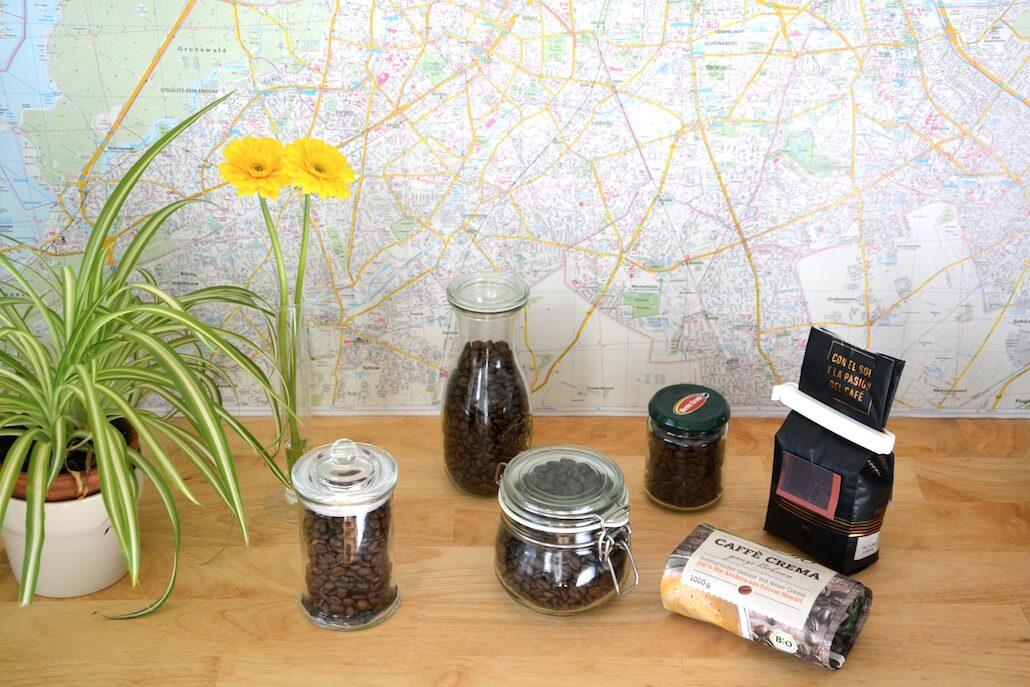 Frascos y paquetes herméticos para guardar el café preservarlo del aire.